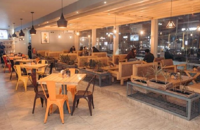 Pandemi nedeniyle lokanta, kafe gibi işletmelere uygulanan saat kısıtlaması kaldırıldı