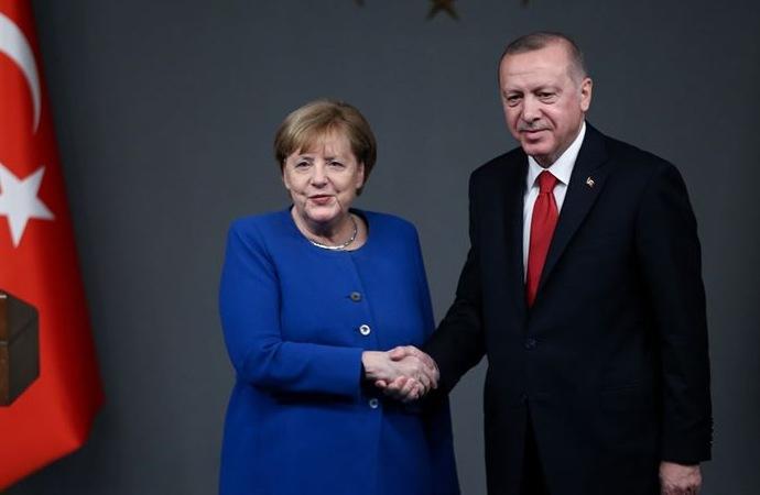 Erdoğan ile Merkel arasında telefon görüşmesi