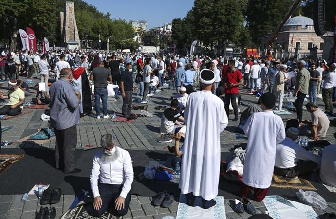 Ayasofya'nın açılışına halktan yoğun katılım