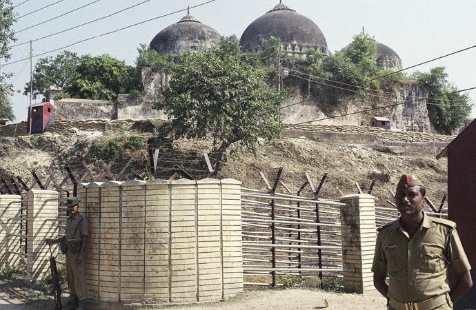 Tartışmalı tapınağın temel atma törenine Modi katılacak