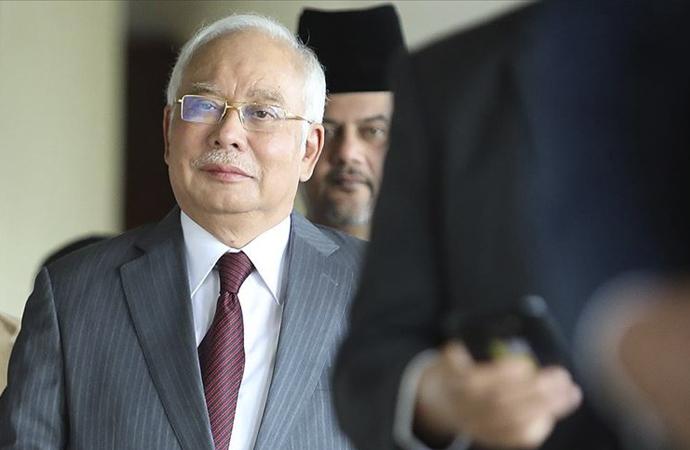 Malezya eski Başbakanı yolsuzluk davasında suçlu bulundu
