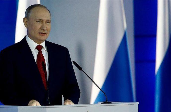 Amerikan Büyükelçiliğinin astığı bez parçasına Putin'den yanıt