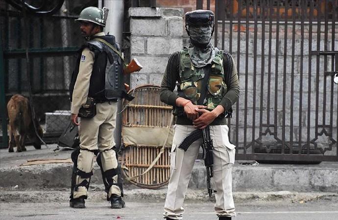 Hindistan 10 bin paramiliter askerini Cammu Keşmir'den çekiyor