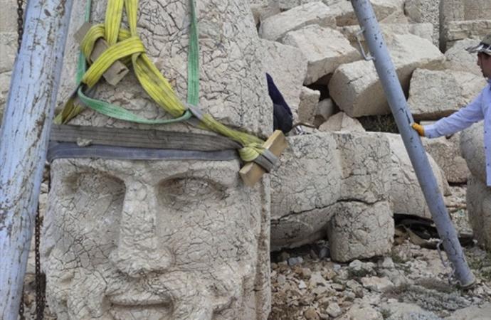 Nemrut heykeli devrilmekten kurtarıldı