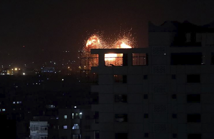 İsrail Gazze'de Hamas'a ait bazı noktalara saldırdı