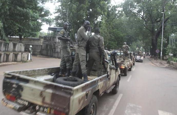 Batı Afrika topluluğu Mali'deki darbede uzlaşmacı