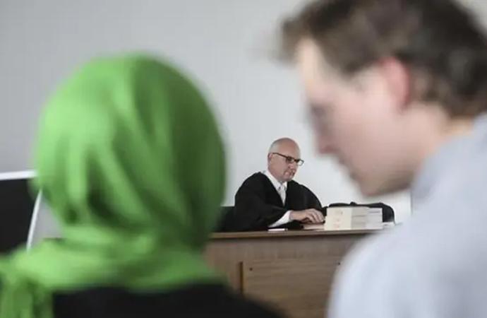 Federal İş Mahkemesi'nden başörtüsü kararı