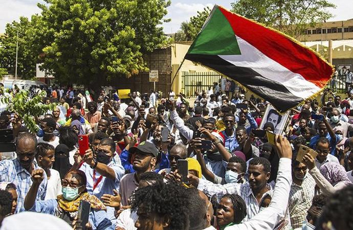 Sudan'da 'dine aykırı düzenlemeler' protesto edildi