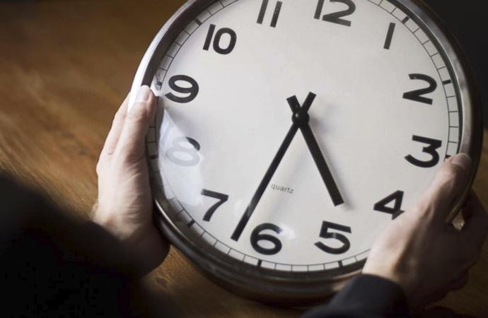 Geçmiş ve Gelecekten Soyutlanmış,  İçi Boşaltılmış Bir Kavram Olarak Zaman