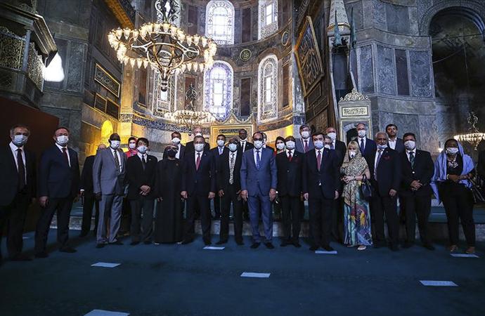 Ayasofya camii büyükelçilere gezdirildi