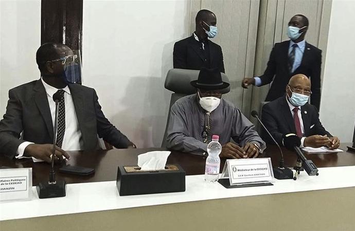 Batı Afrika heyeti, darbecilerle uzlaştı