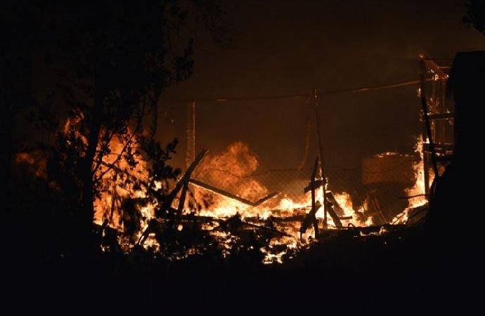 Yunanistan'daki sığınmacı kampında büyük yangın