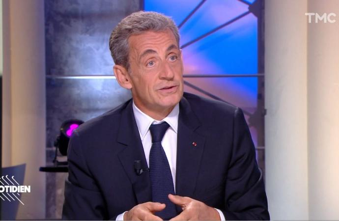 Sarkozy hiç utanmadan 'maymun' kelimesini kullandı