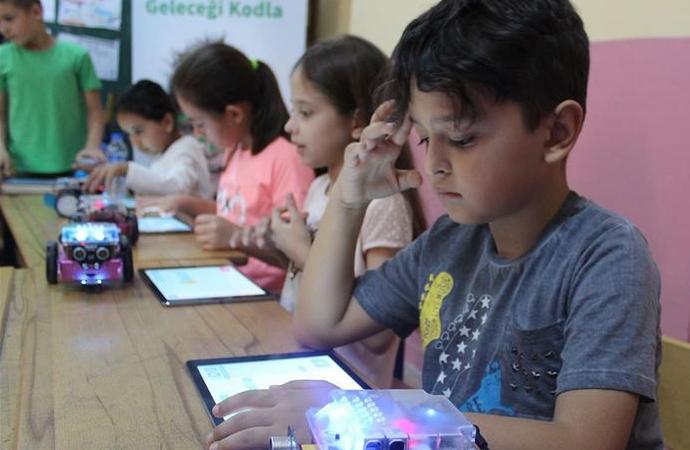Anne ve babalar dijital dünyada da ebeveynlik yapmalı