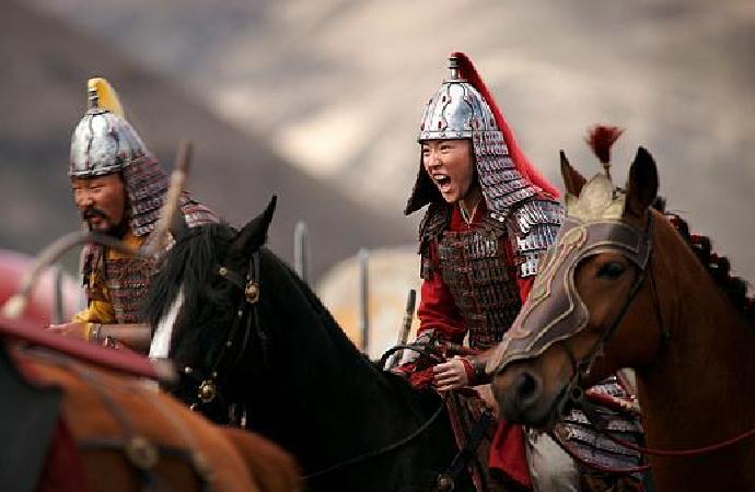 """""""Mulan"""" sadece Çin'deki Uygur Müslümanları krizini örtbas eden milliyetçi bir drama"""
