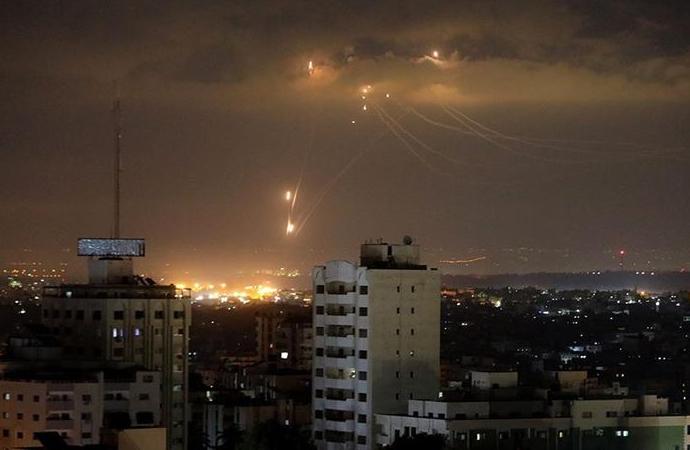 İşgalci İsrail, Gazze'de Hamas'a ait noktalara saldırdı