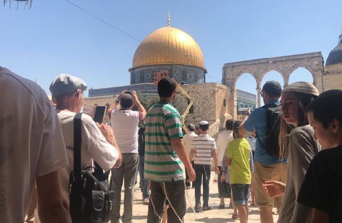 Yahudiler polis eşliğinde Mescid-i Aksa'yı bastı