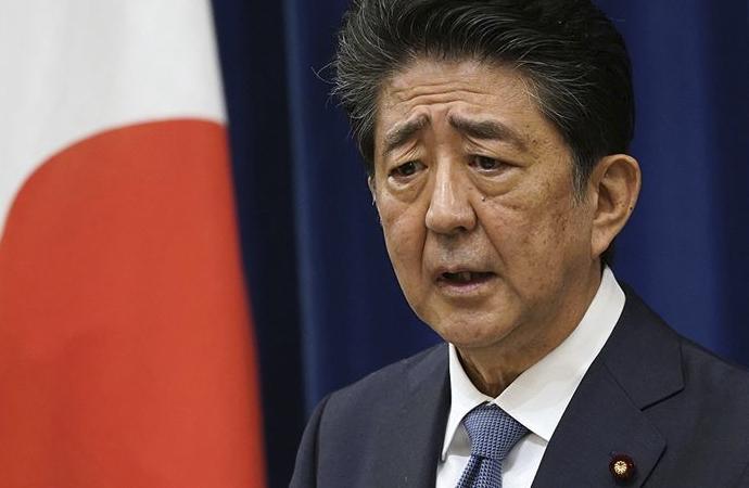 Abe, başbakanlıktan ayrıldığını 'ölülerin ruhlarına' bildirdi