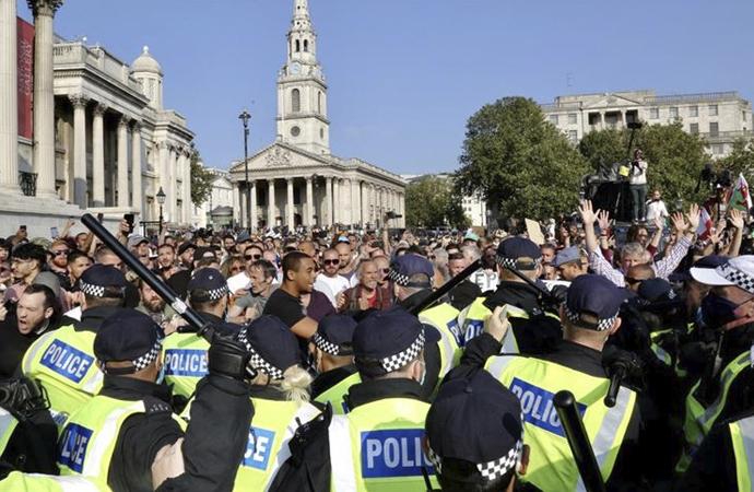 İngiltere'de yasağa rağmen kovid protestosu
