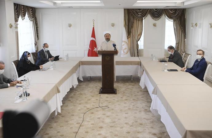 Ali Erbaş, salgın döneminde Diyanet'in çalışmalarını anlattı