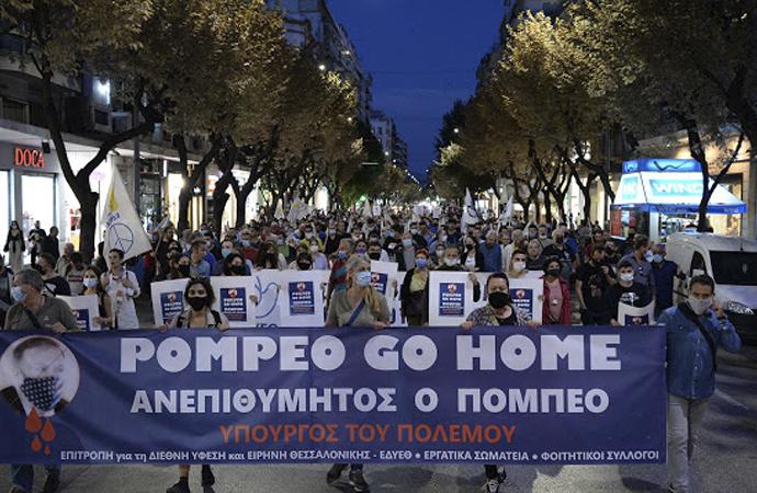 Yunanlılar Pompeo'yu protesto etti, Amerikan bayrağını yaktı
