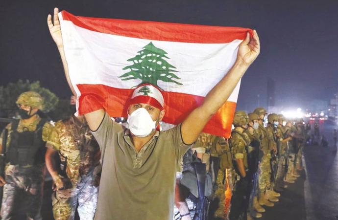 Ekonomik ve siyasi krizin derinleştiği Lübnan'ı ne bekliyor?