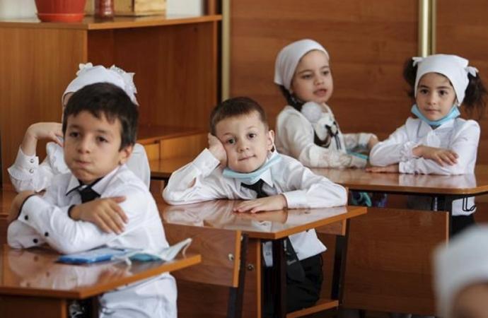 Vaka sayısı 1 milyonu geçen Rusya'da okullar açıldı