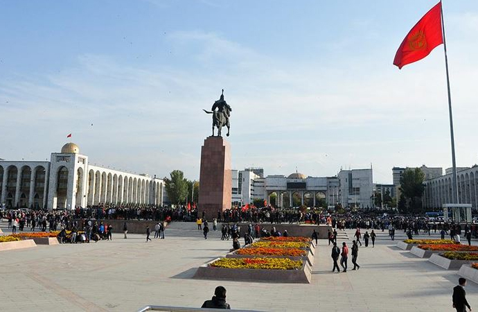 Parlamento'nun işgal edildiği Kırgızistan'da seçim sonuçları iptal edildi