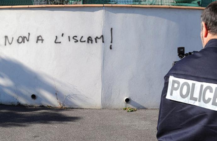 Fransa'da İslam karşıtları da harekete geçti