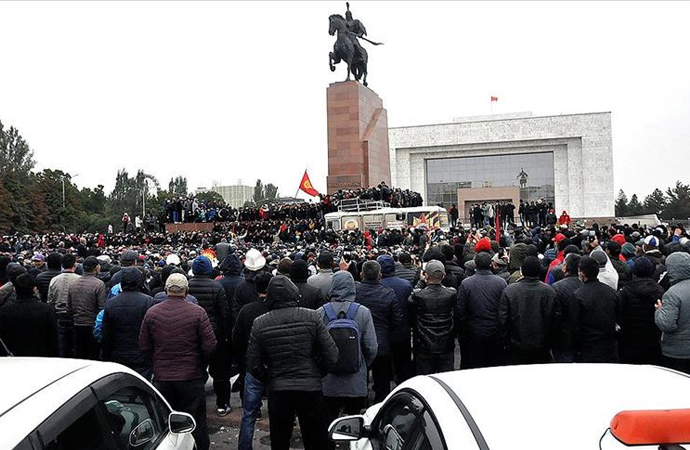 Uzmanlara göre küresel aktörlerin Kırgızistan'daki yerel unsurları domine etme olasılığı var