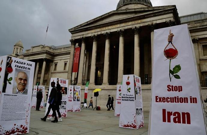 İran'daki idamlar İngiltere'de İranlıların düzenlediği sergi ile protesto edildi