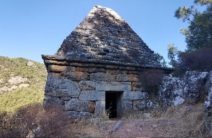 Türbe sanılan piramit yapı, Mitolojik savaşçının mezarı çıktı