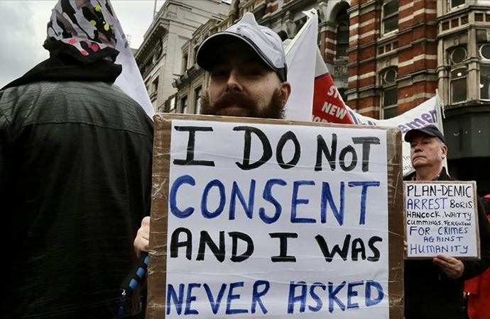Pandemi önlemlerine karşı Londra'da yürüyüş düzenlendi
