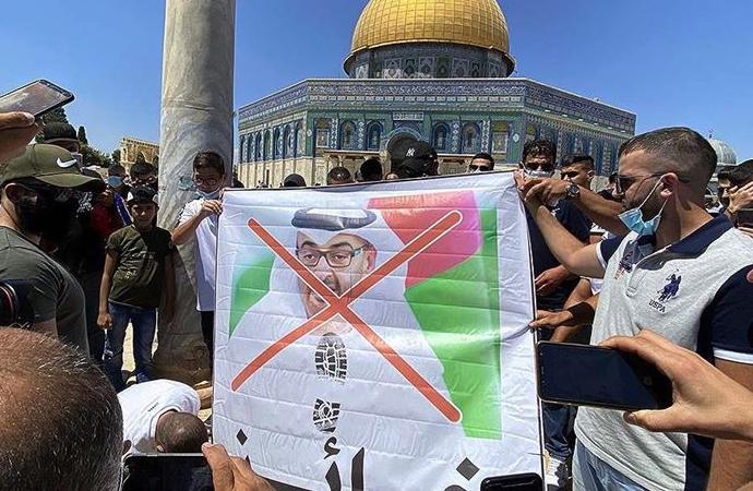 Filistinliler, Mescid-i Aksa'da BAE heyetini camiden çıkardı