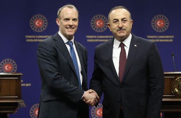 Çavuşoğlu, İngiltere Dışişleri Bakanı ile telefonda görüştü