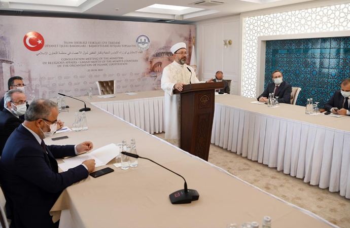 Erbaş: 'Yeryüzü, İslam'ın huzur veren ilkelerini aramaktadır'
