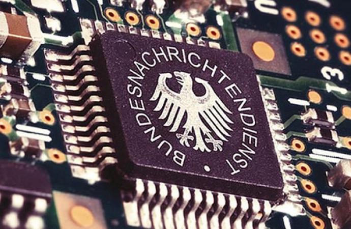 Alman istihbaratı WhatsApp yazışmalarını takip edecek