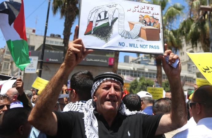 Filistin'e verilen destekler 1.1 milyardan 500 milyon dolara geriledi