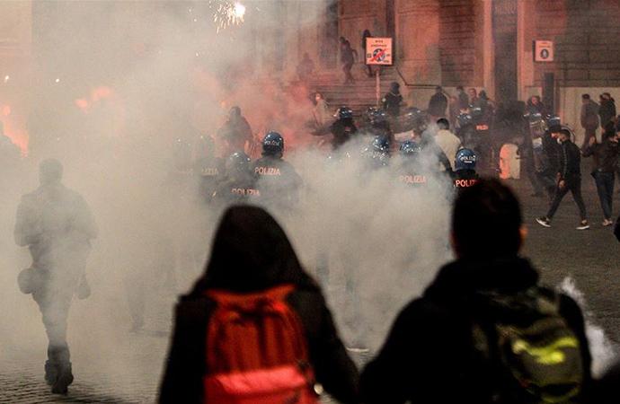 Salgına yönelik son tedbirler İtalya'da protestolara neden oldu