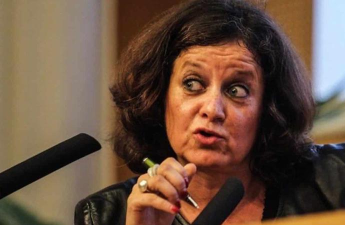 Feminist gazeteci: Başörtüsü Fransa'nın düşmanlarının üniforması