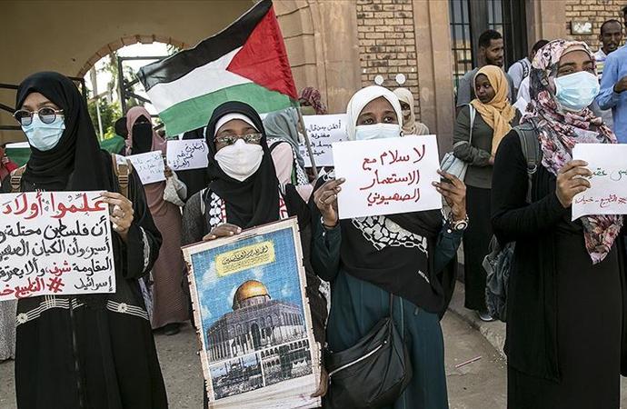 Sudan'da, İsrail'le anlaşma protesto edildi