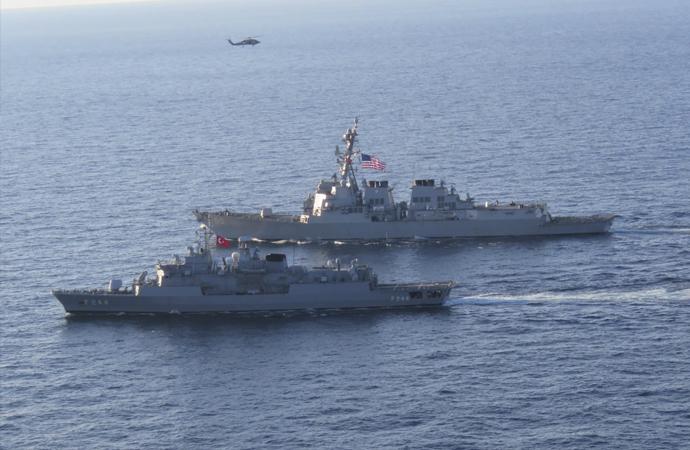 Türk fırkateyni ile ABD destroyeri Karadeniz'de eğitim yaptı