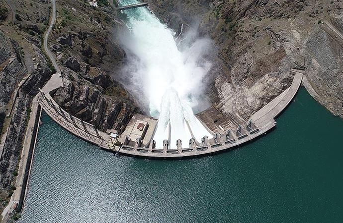Türkiye'nin elektrikte kurulu gücü 2021 sonunda 100 bin megavata yükselecek