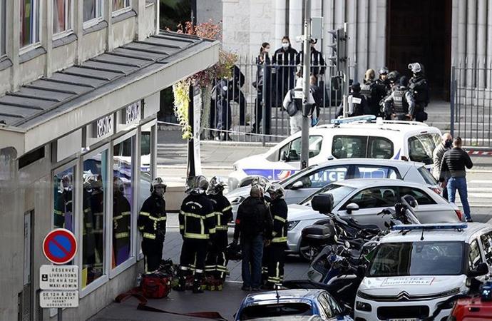 Fransa'nın Nice kentinde bıçaklı saldırı: 3 kişi öldürüldü