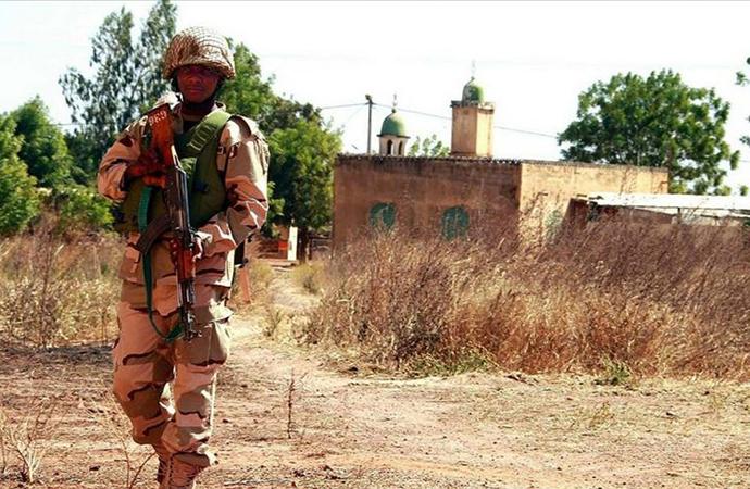 Nijerya'da bir camiyi basan silahlı grup 17 kişiyi kaçırdı