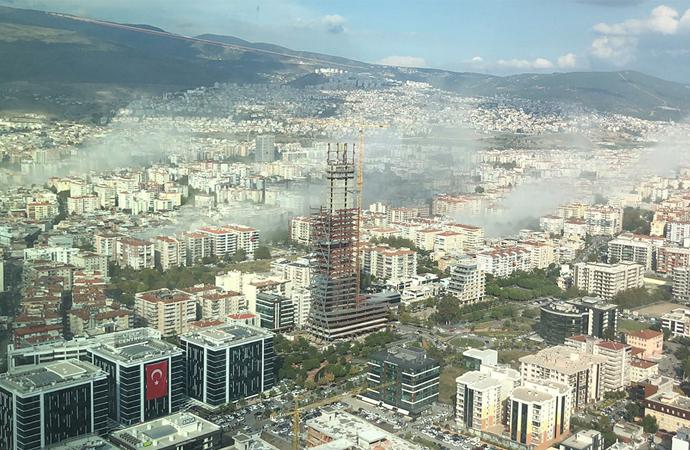 İzmir'de şiddetli deprem: 20'ye yakın bina için yıkım ihbarı var