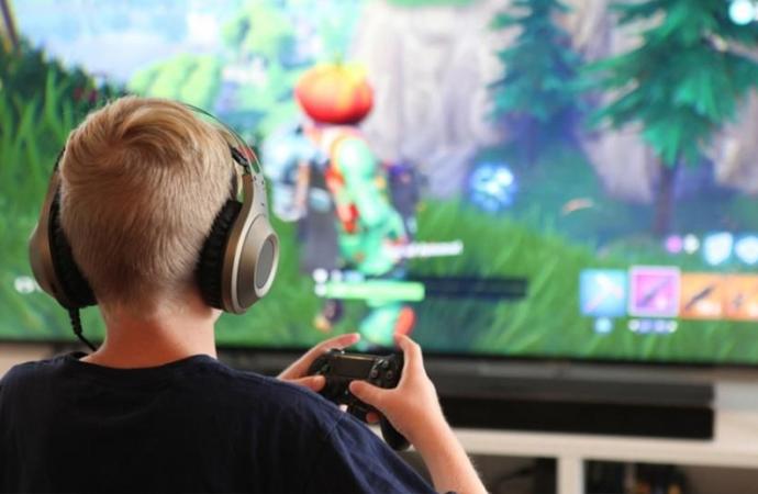 """Ebeveynlere """"şiddet içerikli oyunlara karşı"""" uyarılar"""