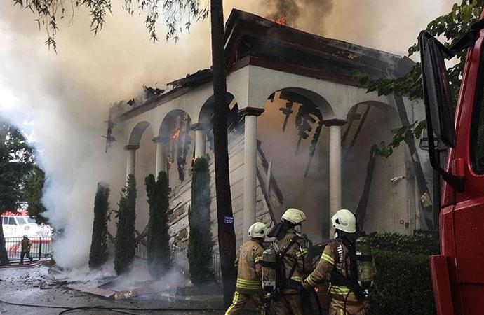 Tarihi Vaniköy camii kullanılamaz hale geldi