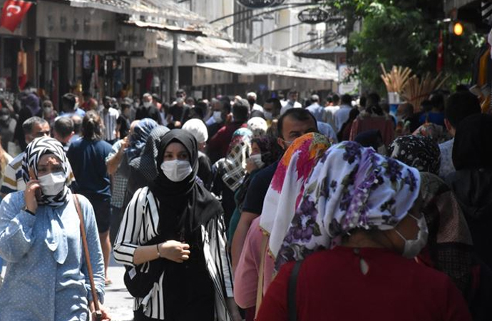 Gaziantep'te tedbirlere uymayan 332 bin kişiye ceza