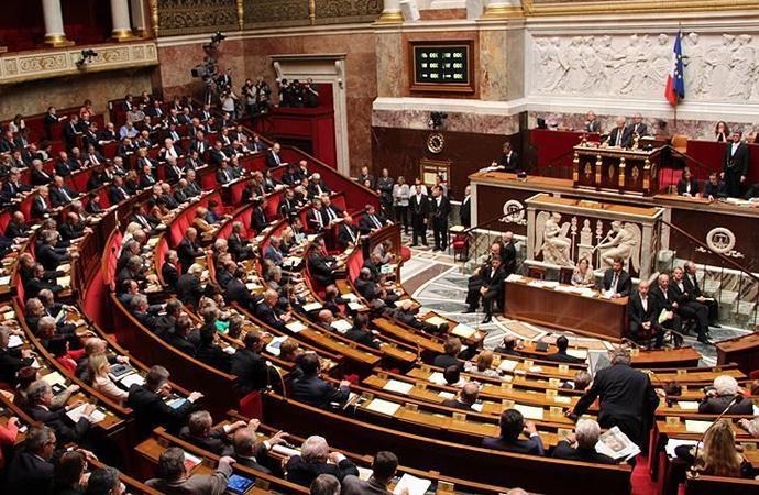 Fransa'da, tartışmalı 24. madde parlamentodan geçti